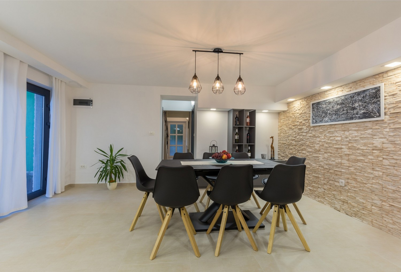 villa deal 24