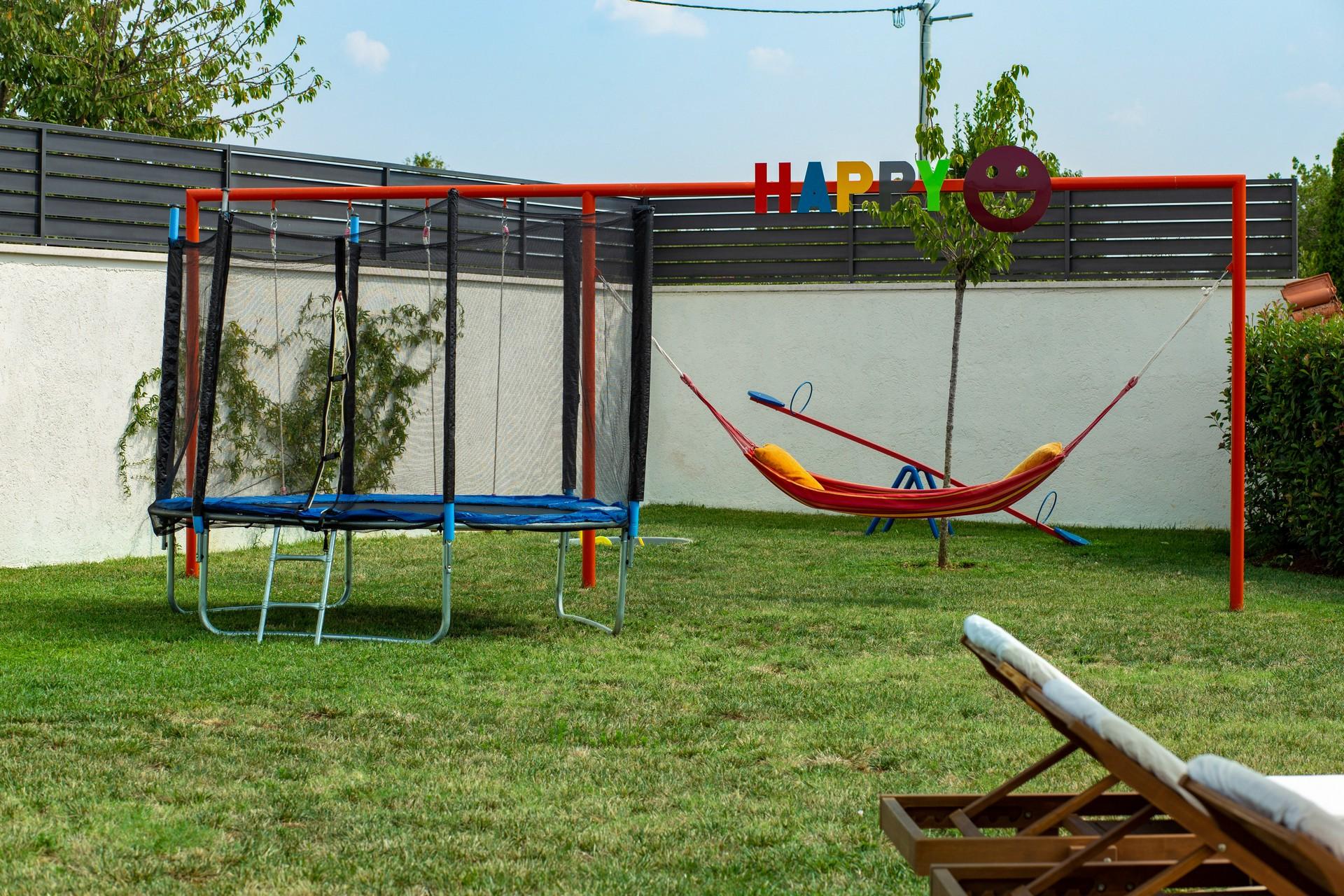 villa deal outdoors (12)
