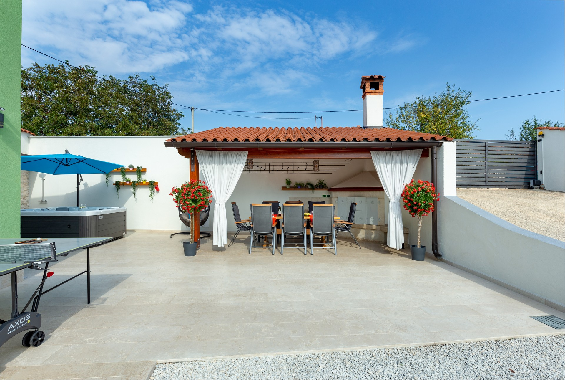 villa deal outdoors (13)