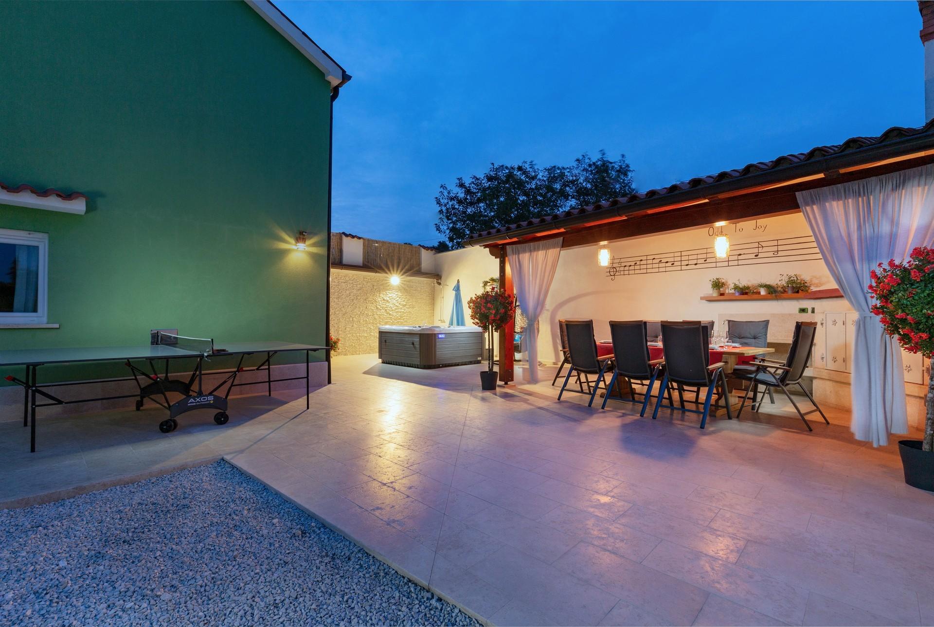 villa deal outdoors (17)