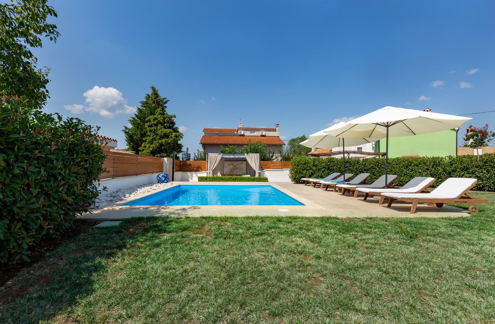 villa deal outdoors (22)