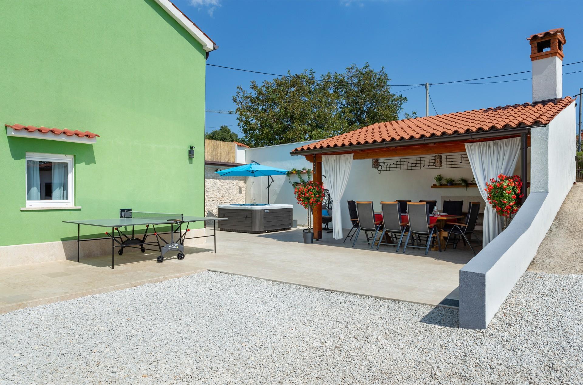 villa deal outdoors (25)