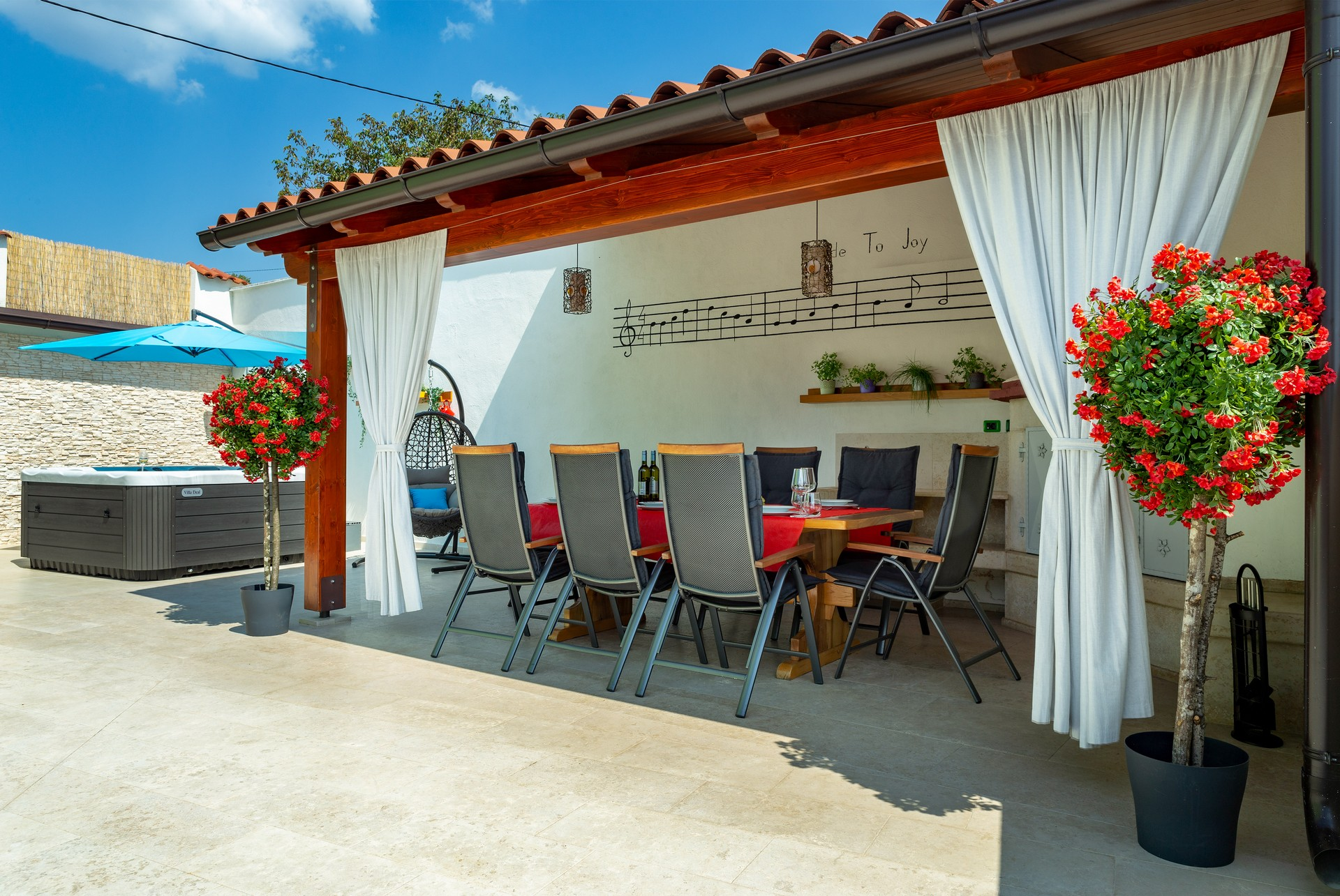 villa deal outdoors (28)