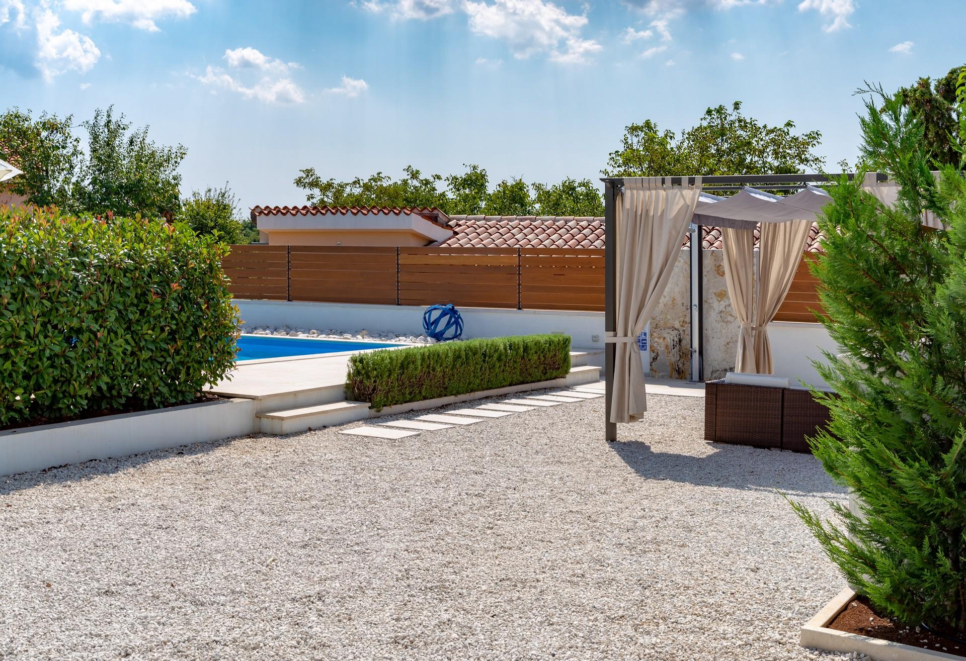 villa deal outdoors (31)
