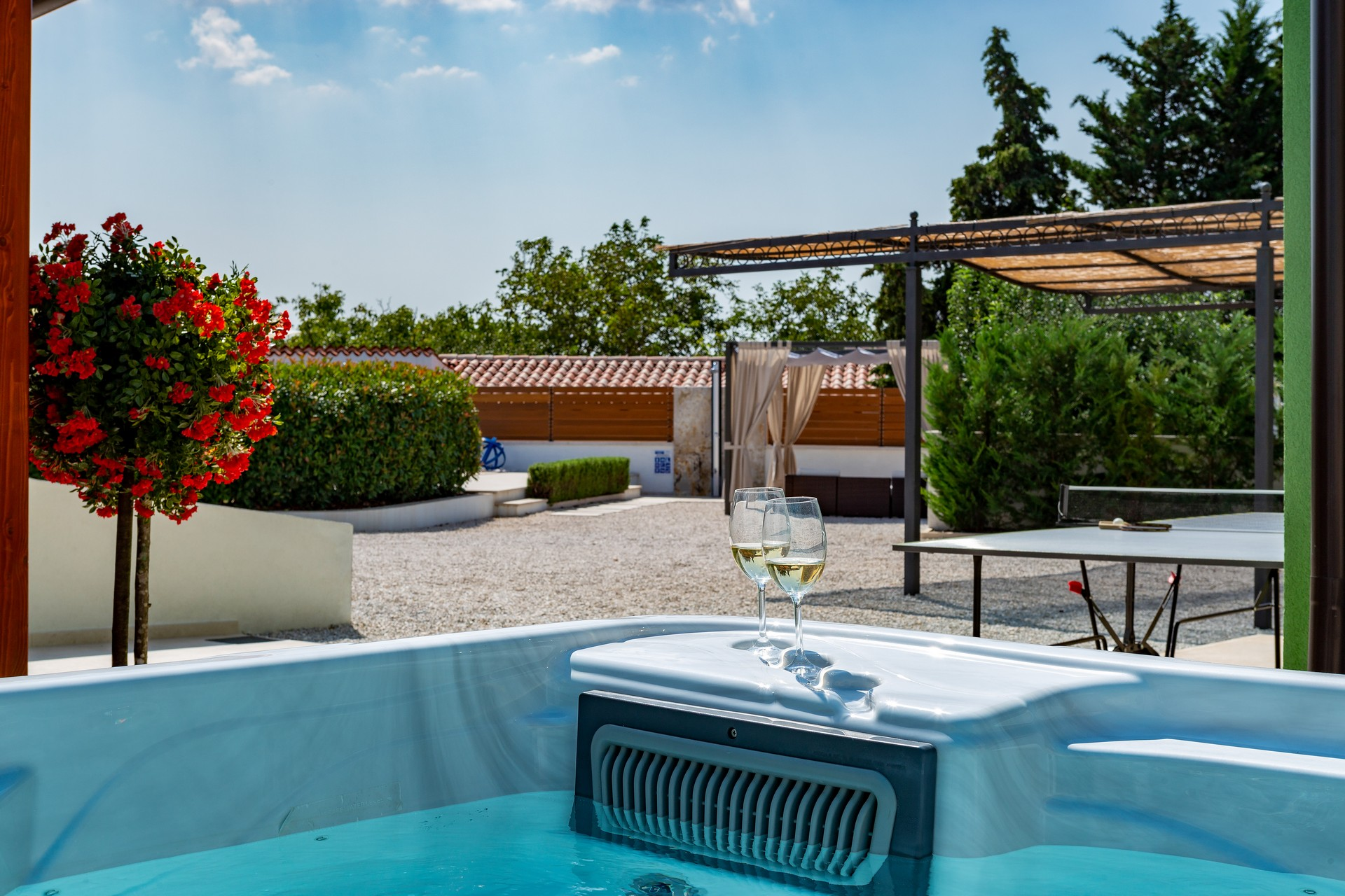 villa deal outdoors (34)