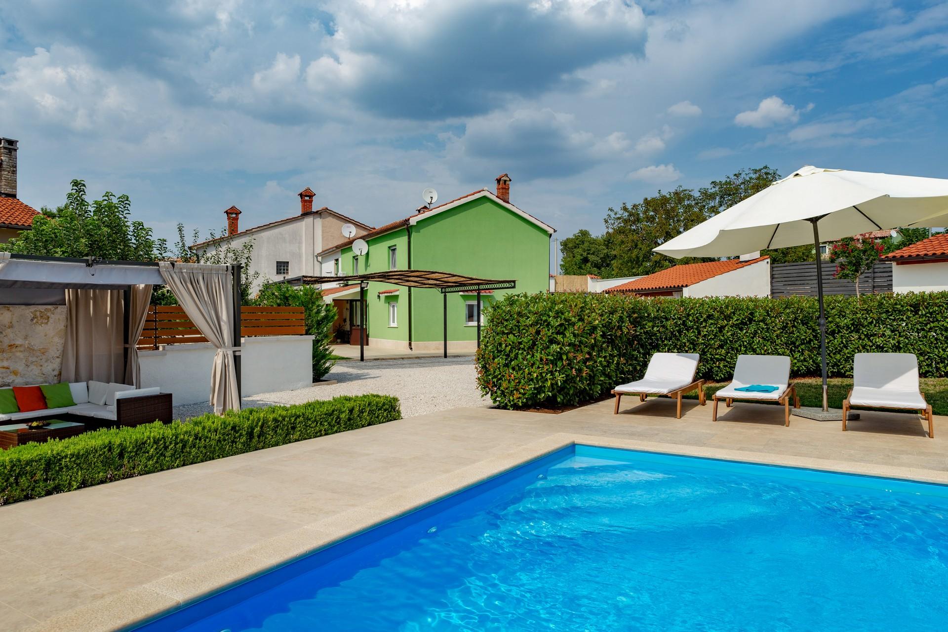 villa deal outdoors (4)