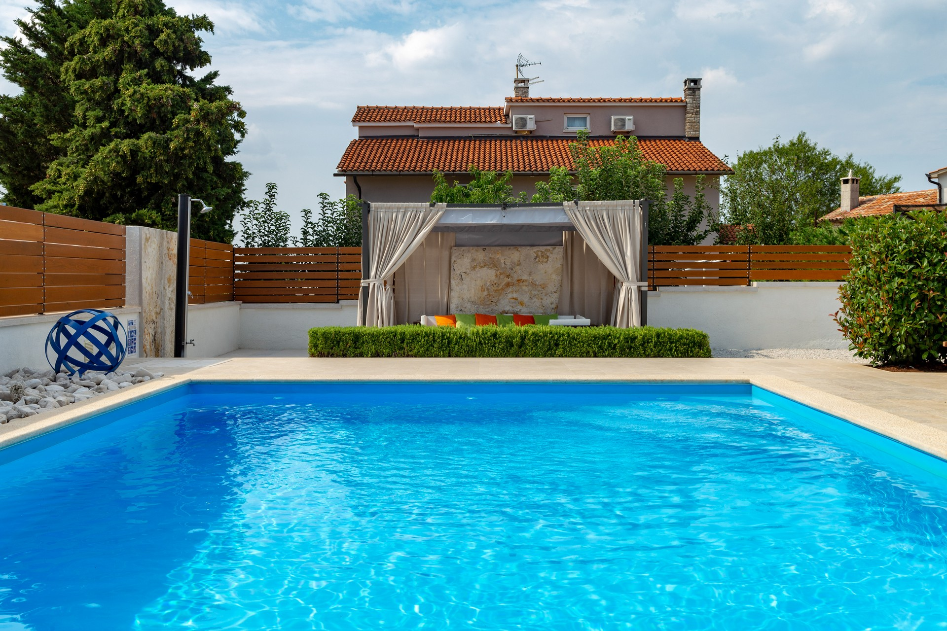 villa deal outdoors (6)