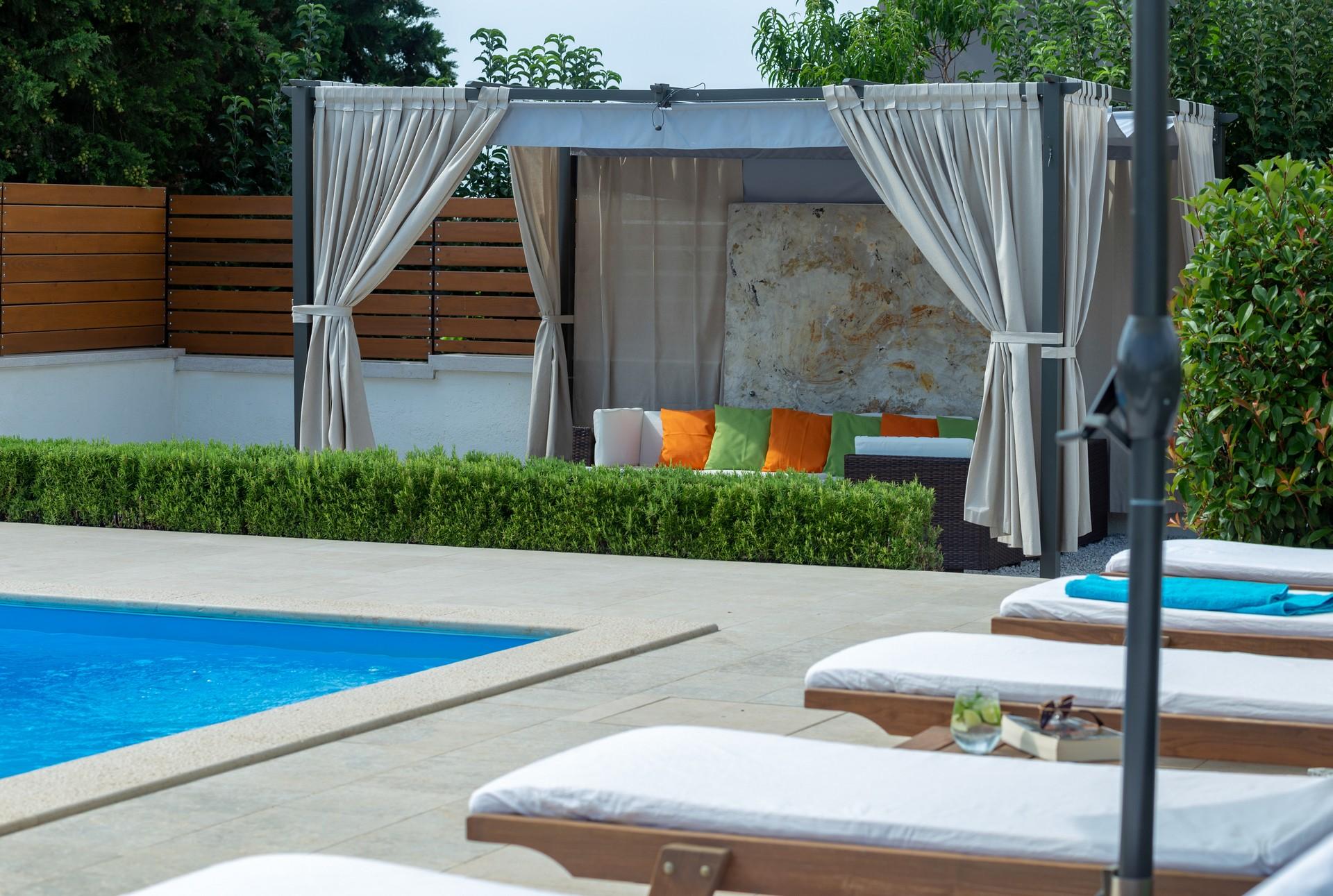 villa deal outdoors (9)